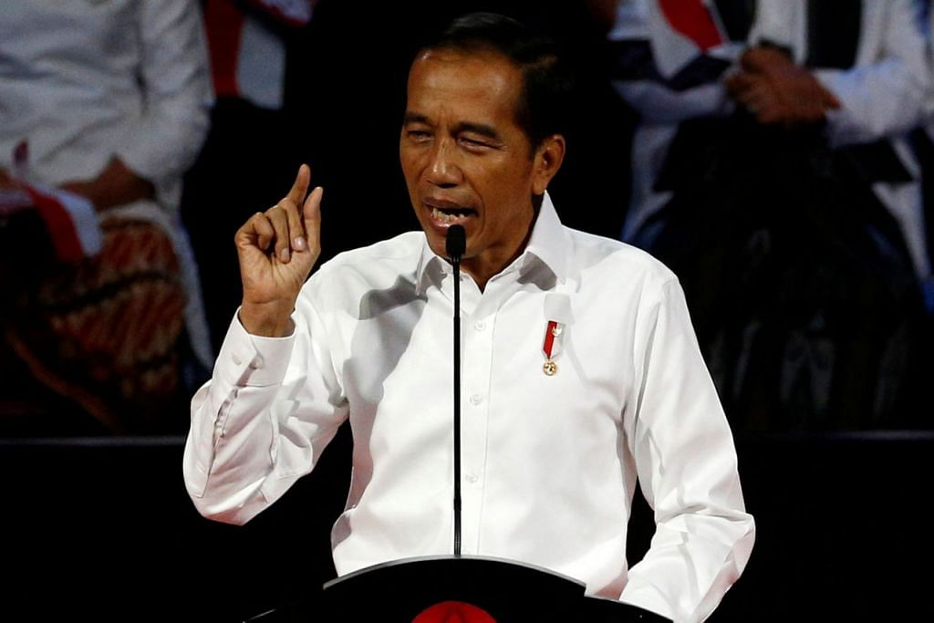 LEBIH TEGAS: Encik Joko Widodo menegaskan bahawa pemerintahnya akan mencari menteri yang berani. Jika ada institusi tidak berguna dan bermasalah beliau pasti akan membubarkannya. - Foto REUTERS