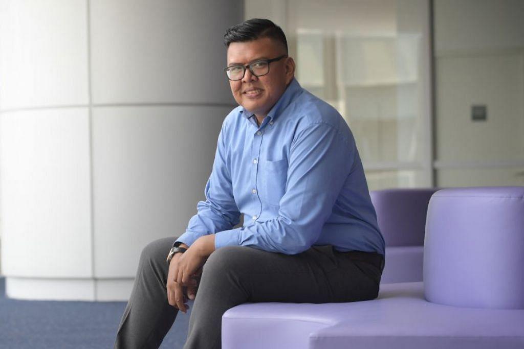 TIDAK HENTI BELAJAR: Penerima Pingat Emas e2i, Encik Muhammad Khairul Johari Jumahat, yang lulus pengajian Higher Nitec dalam Teknologi – Kejuruteraan Mekanik di ITE Kolej Barat dengan GPA 4.0, kini sedang menuntut di Politeknik Singapura dan berharap dapat menggenggam ijazah sarjana muda pada masa depan. – Foto BH oleh ALPHONSUS CHERN