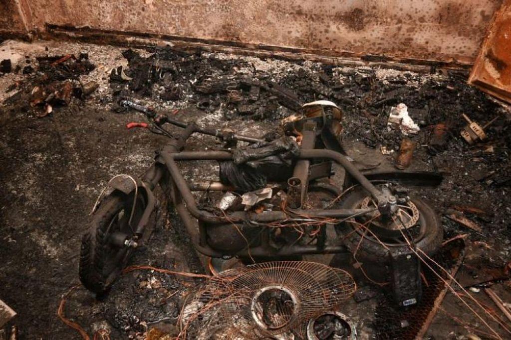 Pada 22 Julai lalu, PMD yang sedang dicas dalam flat di Ang Mo Kio meletup, menyebabkan kebakaran yang memusnahkan flat itu serta merosakkan dua unit di sekitarnya. FOTO: CHONG JUN LIANG