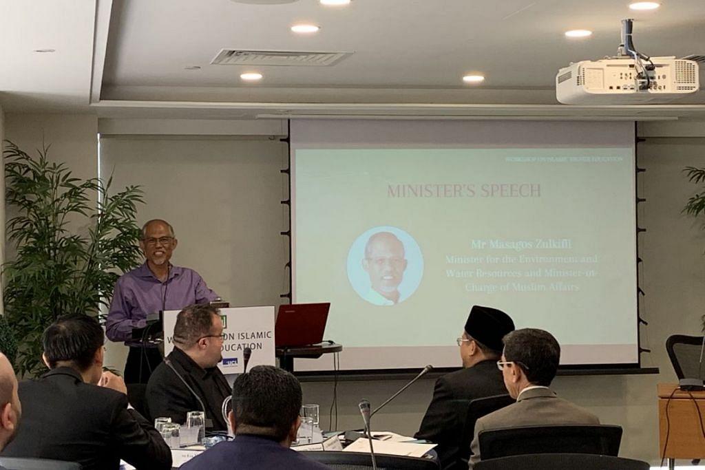 Menteri Sekitaran dan Sumber Air Masagos Zulkifli Masagos Mohamad memberi ucapan semasa bengkel Pendidikan Islam Tinggi di hotel Royal Plaza on Scotts. FOTO: SITI AISYAH NORDIN