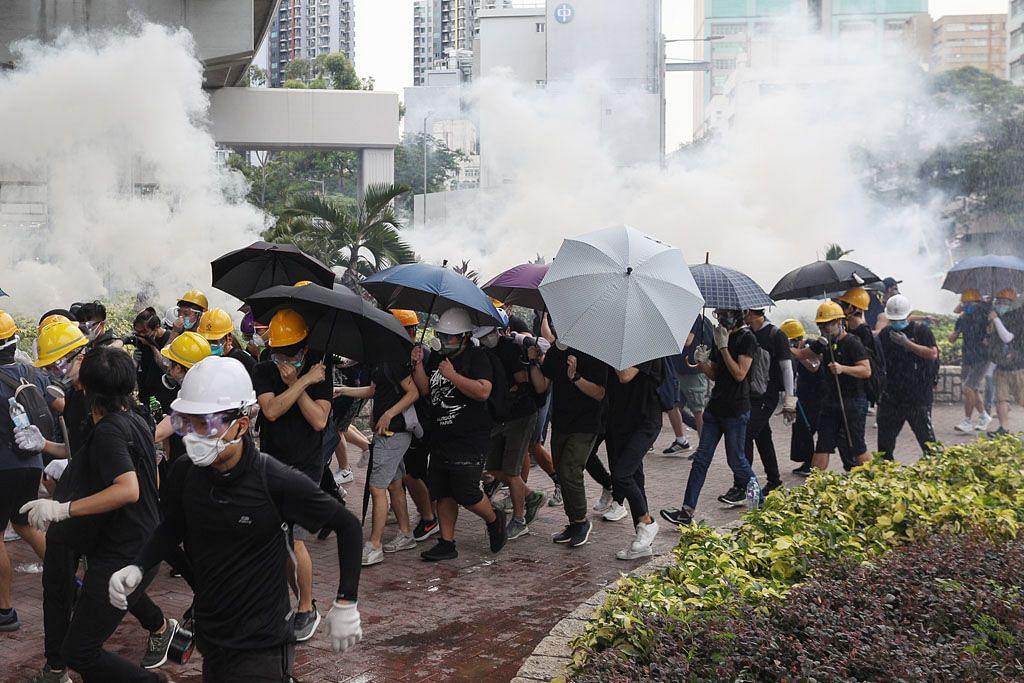 Polis HK lepaskan gas pemedih mata surai demo