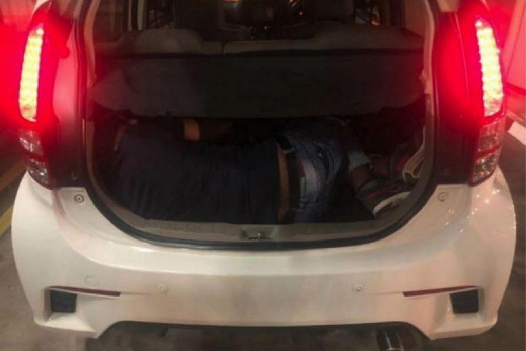 Seorang lelaki Bangladesh dijumpai di dalam bonet kereta semasa pegawai ICA menggendalikan pemeriksaan di Pusat Pemeriksaan Woodlands. - Foto ICA