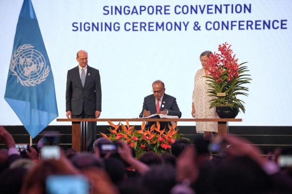 Menteri Undang-Undang, Encik K Shamugam merupakan antara yang menandatangani perjanjian di Konvensyen Singapura. - Foto ST