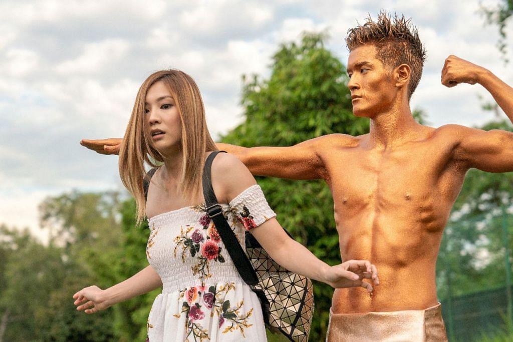 Sekilas pilihan kisah zombi - WHEN GHOST MEETS ZOMBIE (2019): Filem komedi romantis hantu-zombi pertama hasil Singapura. Ia mengisahkan seorang lelaki yang menjadi zombi ketika menyelamatkan bandarnya dari bencana. - Foto GOLDEN VILLAGE