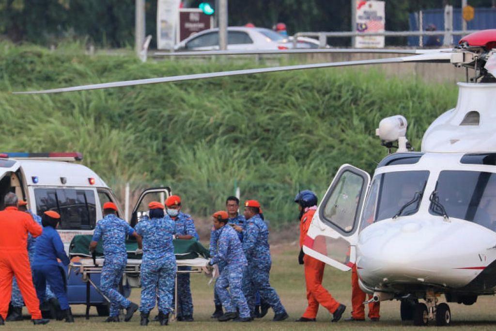 MAYAT DITERBANGKAN: Mayat Nora Anne diterbangkan menggunakan helikopter ke hospital, di mana keluarga Nora telah mengenal pasti jenazahnya. -Foto REUTERS.