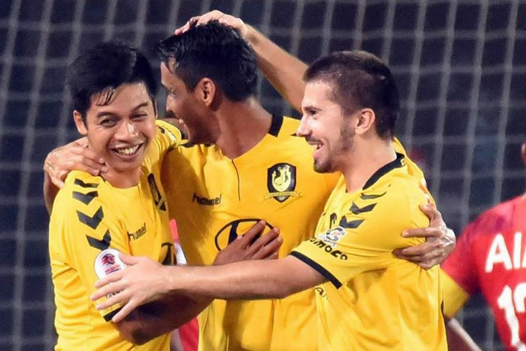 PERLU LEBIH MANTAP: Tampines Rovers harus kekal konsisten jika mahu menghidupkan peluangnya bersaing bagi mahkota SPL musim ini. - Foto fail