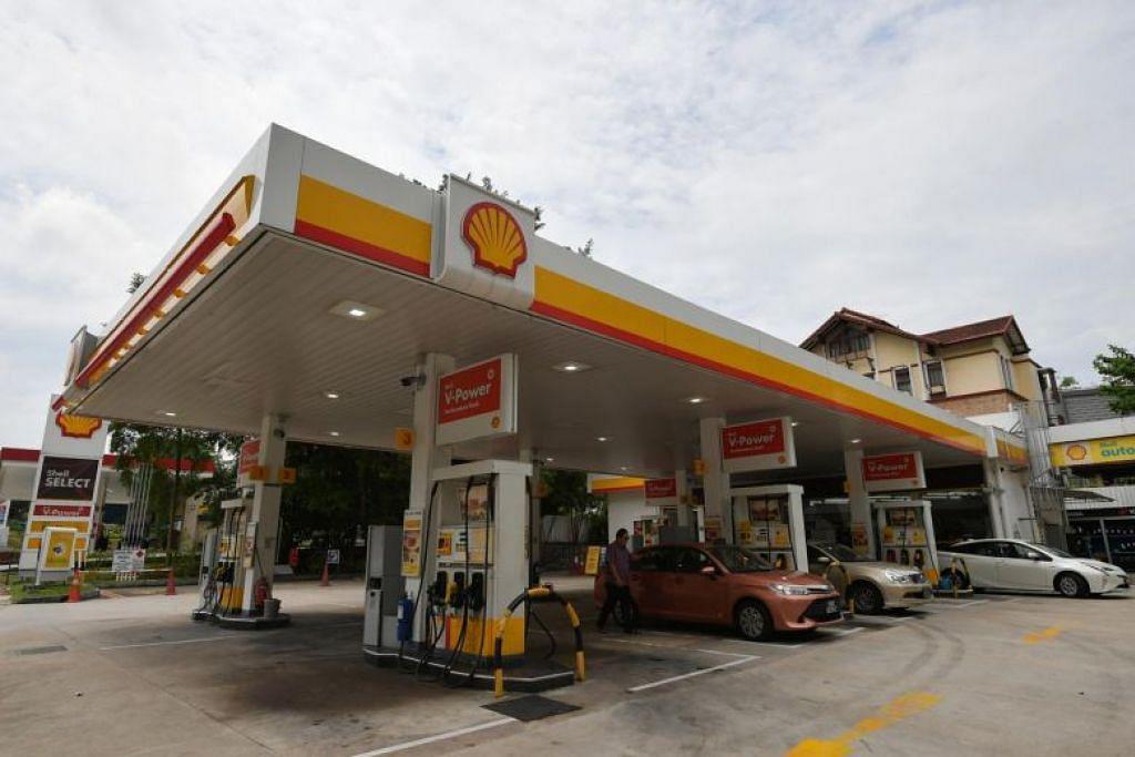 STESEN PENGECAS ELEKTRIK: Tidak termasuk stesen pengecas elektrik yang sudah tersedia di stesen minyak Shell di Sengkang, sembilan stesen lain di merata Singapura akan dilengkapi dengan kemudahan ini menjelang Oktober. -Foto FAIL ST.