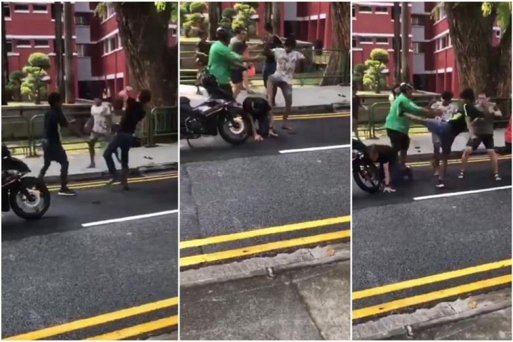 PERTARUNGAN DI ANTARA TIGA ORANG LELAKI: Satu video telah tular di Facebook menunjukkan dua orang lelaki yang sedang memukul seorang lelaki yang lebih tua dan seorang pekerja penghantaran GrabFood yang cuba menghentikan pergaduhan itu. -Foto: SGROADVIGILANTE/FACEBOOK
