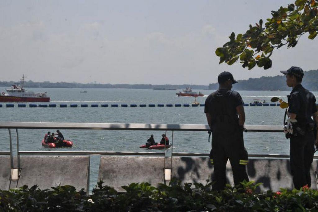 TERJATUH KE DALAM AIR: Seorang lelaki 56 tahun sedang memancing berhampiran Jeti Punggol Point pada Sabtu apabila beliau terjatuh ke dalam air dan hanyut dibawa arus. Mayatnya ditemui semalam. -Foto SHIN MIN DAILY NEWS.
