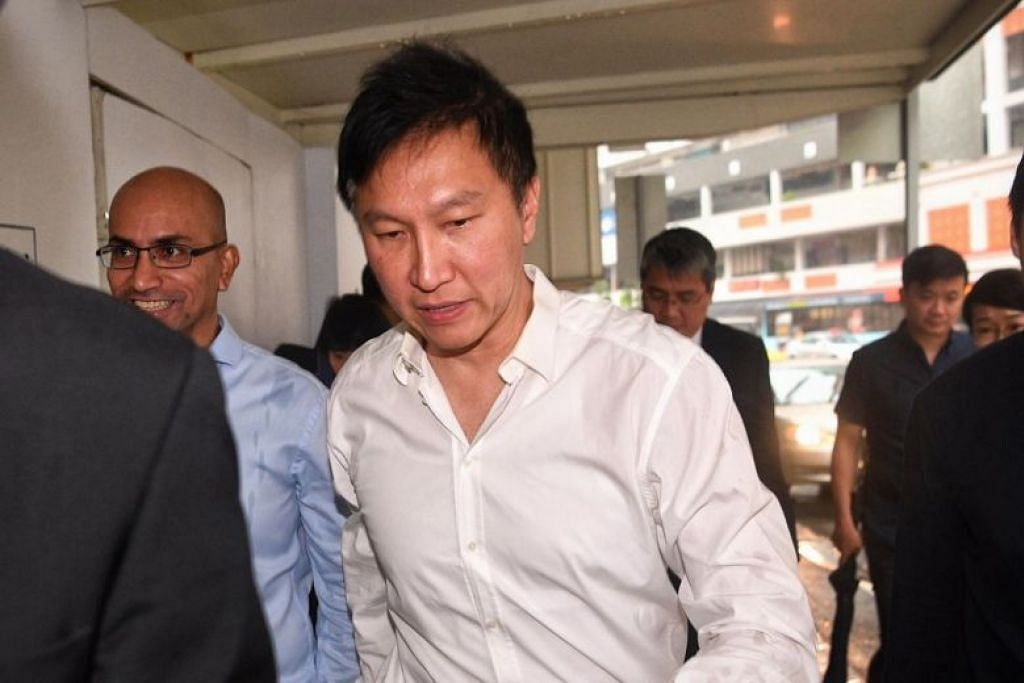 BEBAS PENJARA: Pengasas Gereja Harvest City, Kong Hee, dibebaskan dari penjara pada Khamis, selepas dipenjarakan selama dua tahun dan empat bulan. -Foto ST: MARK CHEONG.
