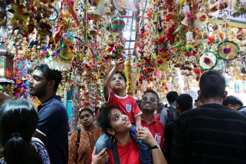 LEBIH 200 KARI DISAJIKAN: Lebih 200 jenis kari dari pelbagai budaya akan disajikan di Campbell Lane pada 14 September, untuk meraikan kedatangan sambutan Deepavali pada Oktober nanti. -Foto FAIL ST.