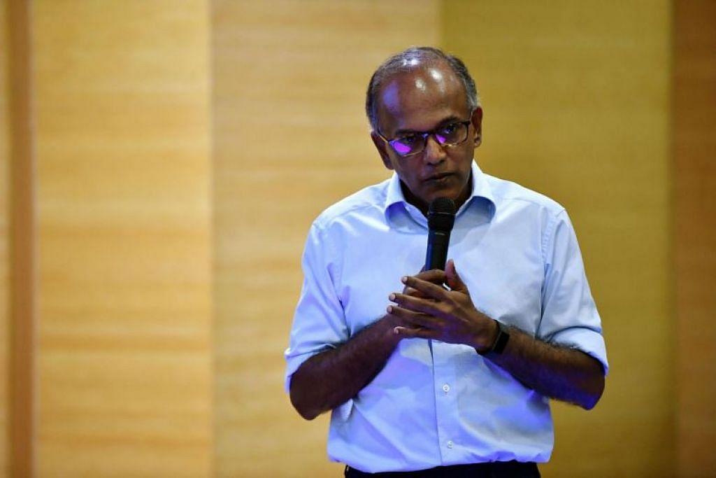 PERLU ADA PERBINCANGAN: Encik Shanmugam merasa perlu ada perbincangan sebaiknya dengan orang ramai yang memberi pandangan mereka kepada pemerintah, tentang isu perkauman dan agama di Singapura. -Foto ST: LIM YAOHUI.