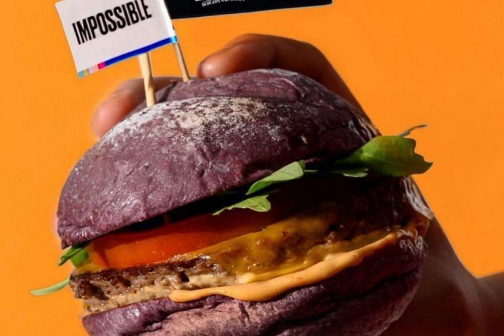 BURGER IMPOSSIBLE FATPAPAS: Restoran FatPapas menawarkan burger impossible yang dihasilkan menggunakan bahan tumbuhan sahaja. -Foto INSTAGRAM FATPAPAS.