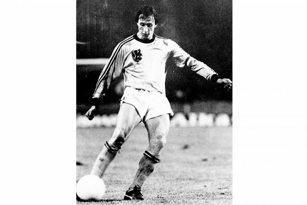 Gambar atas (bertarikh 2005) menunjukkan Johan, pemain Belanda, berjaya membantu Ajax Amsterdam meraih tiga Piala Eropah dan membantu Netherlands ke tempat kedua Piala Dunia 1974. - Foto-foto AFP, NEW NATION