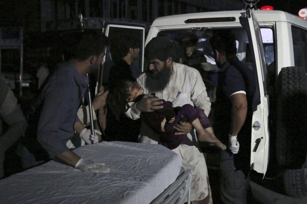 LETUPAN BESAR: Satu letupan besar telah menggegarkan Kabul pusat pada Isnin, namun tiada sesiapa yang dilaporkan terkorban dalam serangan oleh Taliban itu. -Foto AP.