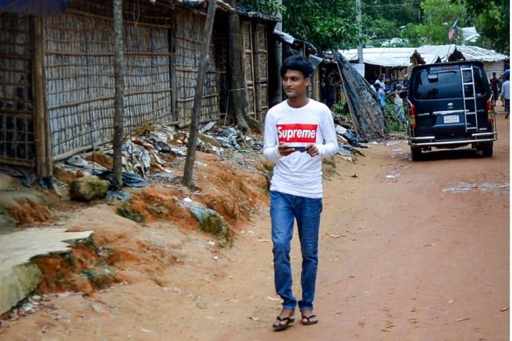 """AKSES TELEFON BIMBIT DISEKAT: Bangladesh telah mengarahkan penggendali telefon bimbit di Cox's Bazar untuk menyekat akses telefon bimbit atas """"alasan keselamatan"""". -Foto AFP."""