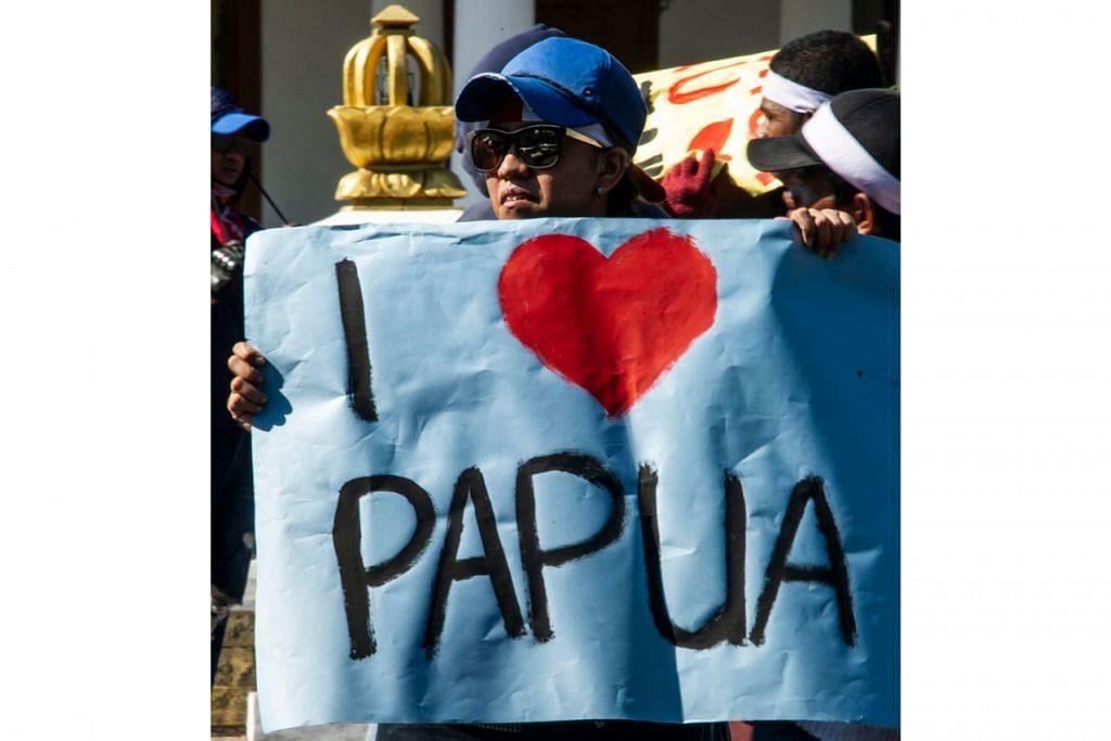 Gambar atas mencerminkan iltizam rakyat Indonesia yang menginginkan keamanan kembali di wilayah terluas Indonesia itu. – Foto: AFP