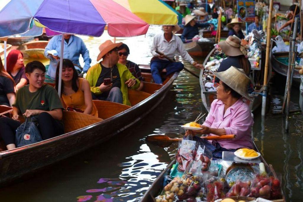 BANDAR PALING DIKUNJUNGI: Bangkok menduduki tempat pertama pada 2018 untuk empat tahun berturut-turut sebagai bandar yang paling dikunjungi pelancong. -Foto AFP.
