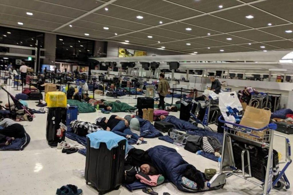 TERKANDAS:  Lebih 17,000 penumpang terkandas di Lapangan Terbang Narita pada Selasa (10 September) akibat Ribut Tropika Faxai. -Foto fail.