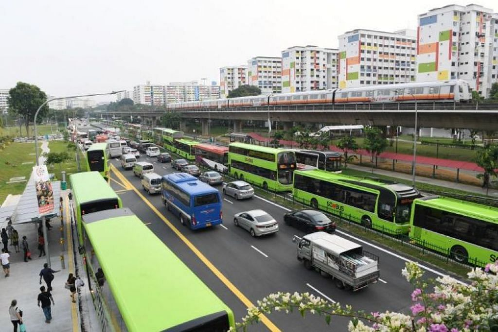 BAS BERATUR PANJANG: Keadaan lalu lintas sesak berhampiran ITH Yishun baru pada 9 Sept, 2019. -Foto: KHALID BABA