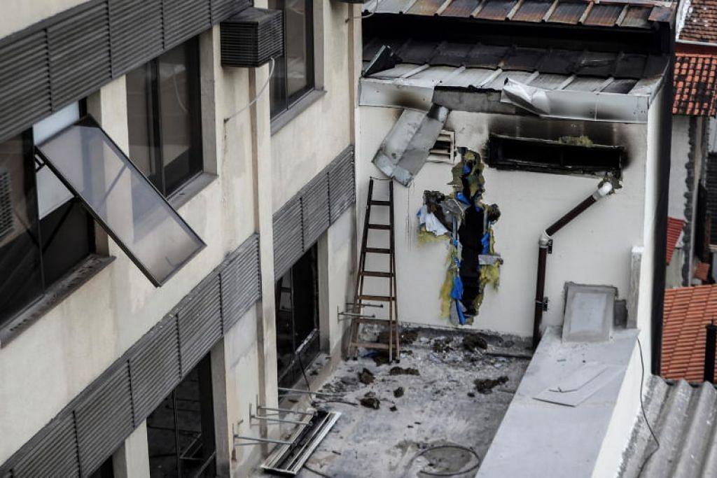 KEBAKARAN HOSPITAL: Sisa kebakaran di Hospital Badim jelas kelihatan. -Foto EPA-EFE.