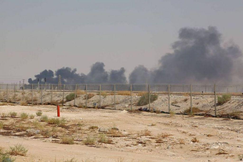KELUARAN MINYAK TERGEGAS: Serangan ke atas prasarana minyak Saudi di wilayah Abqaiq dan Khurais telah menjejas kapasiti keluaran minyak negara itu lebih separuh. -Foto AFP.