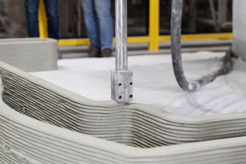 MESIN PENCETAK 3D: Lembaga Perumahan dan Pembangunan (HDB) dengan kerjasama rakan kerja industri telah memulakan tiga inovasi termasuk menggunakan pencetak 3D untuk meningkatkan lagi keupayaan binaannya. -Foto BH oleh ALPHONSUS CHERN.