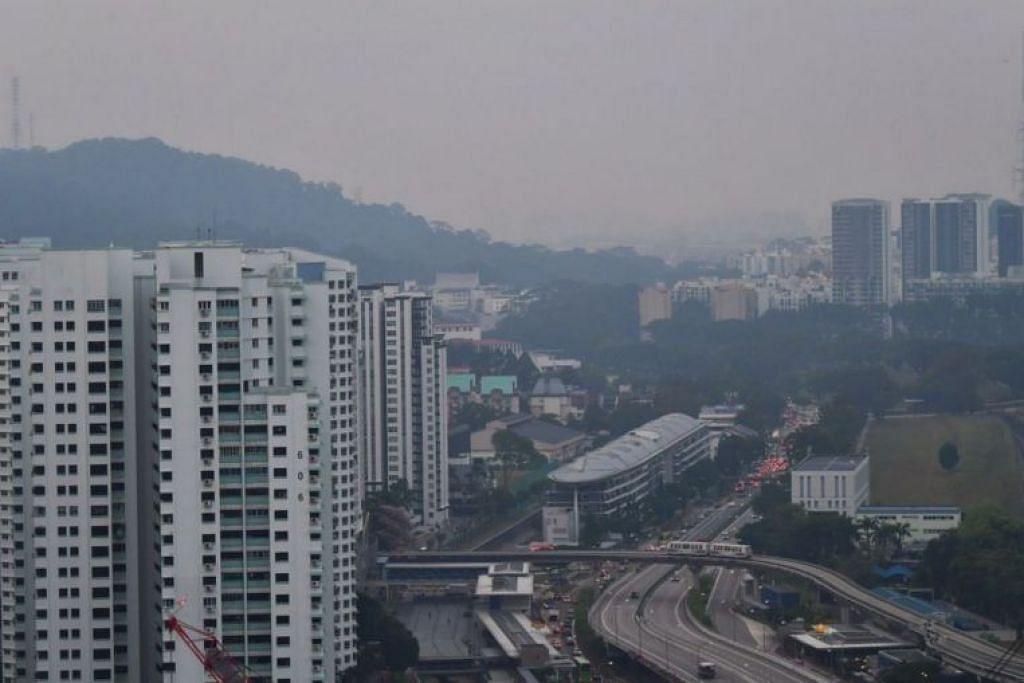 Kawasan Bukit Timah dilanda jerebu pada 17 September pada sekitar 7 pagi. Foto - BH oleh NG SOR LUAN
