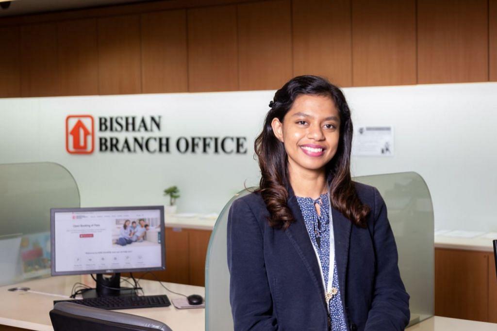 BANTU PEMILIK MANFAAT NILAI FLAT TERSIRAT: Cik Nhor Sharafina Binti Sarfrazul Ameen seorang kaunselor kewangan di HDB menasihatkan pemilik flat tentang pilihan yang ada bagi mereka untuk memanfaatkan nilai flat mereka pada usia senja.