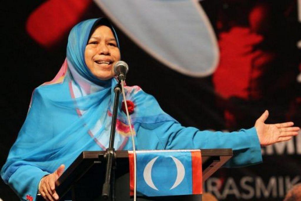 Kenyataan dibuat oleh naib-presiden PKR Cik Zuraida Kamaruddin dalam satu pembukaan acara mengutip sampah di Bukit Indah. -Foto: THE STAR/ASIA NEWS NETWORK