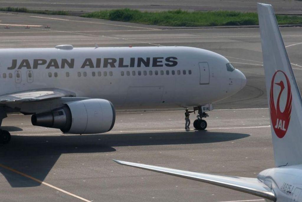 PETA ELAK BAYI: Syarikat penerbangan Jepun, Japan Airlines dan All Nippon Airways (ANA) menyediakan kemudahan peta untuk mengelak bayi kepada penumpang yang tidak betah mendengar teriakan bayi sepanjang perjalanan mereka. -Foto AFP.