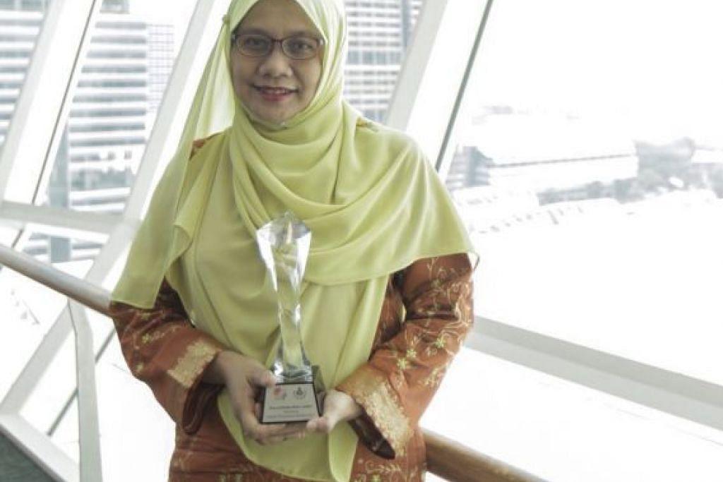LEBARKAN SAYAP SASTERA MELAYU: Cik Nur-el Huda Jaffar berharap dengan adanya peraduan penterjemahan ini, keindahan sastera Melayu dapat dibaca oleh lebih ramai orang. - Foto BH oleh IQBAL FAIZAL
