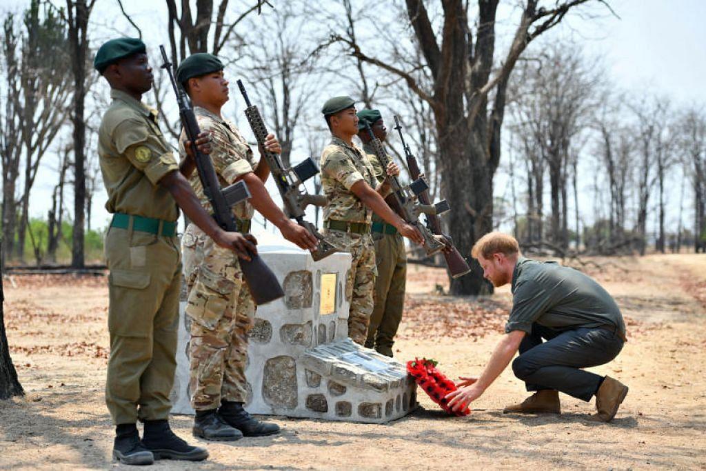 Putera Britain memberi penghormatan kepada askar British yang maut ketika operasi anti pemburuan haram d Malawi awal tahun ini. - Foto REUTERS
