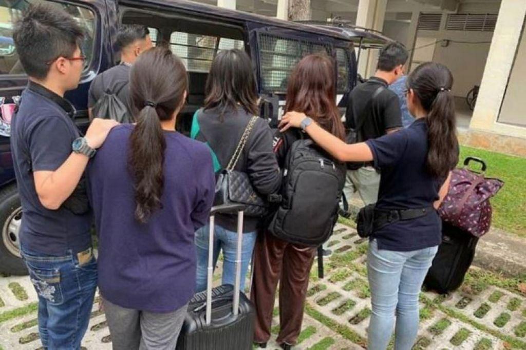 DITANGKAP: Antara wanita yang ditangkap polis semasa operasi membanteras kegiatan menyalahi undang-undang selama sebulan, antara 27 Ogos hingga 27 September. -Foto Pasukan Polis Singapura (SPF).