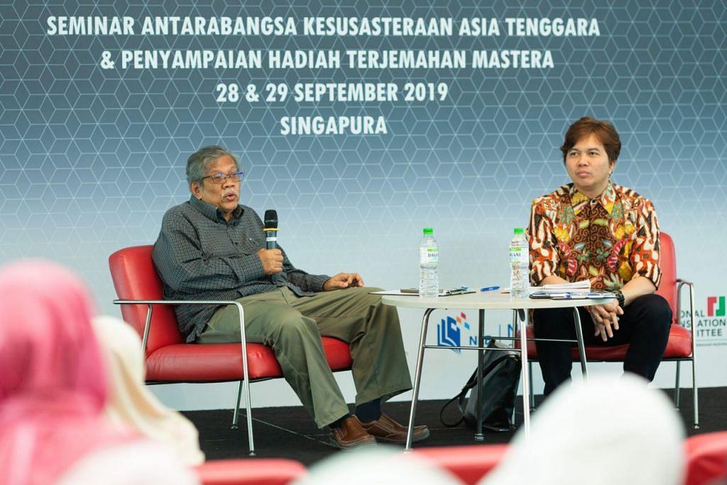 PERBINCANGAN BERNAS: Dr Shaharudin Maaruf (kiri) bersama konvenor Sakat, Dr Azhar Ibrahim, membincangkan topik berjudul ''Laknat Tuhan: Orientasi Agama dalam Kesusasteraan dan Persuratan Melayu.'' - Foto NAC