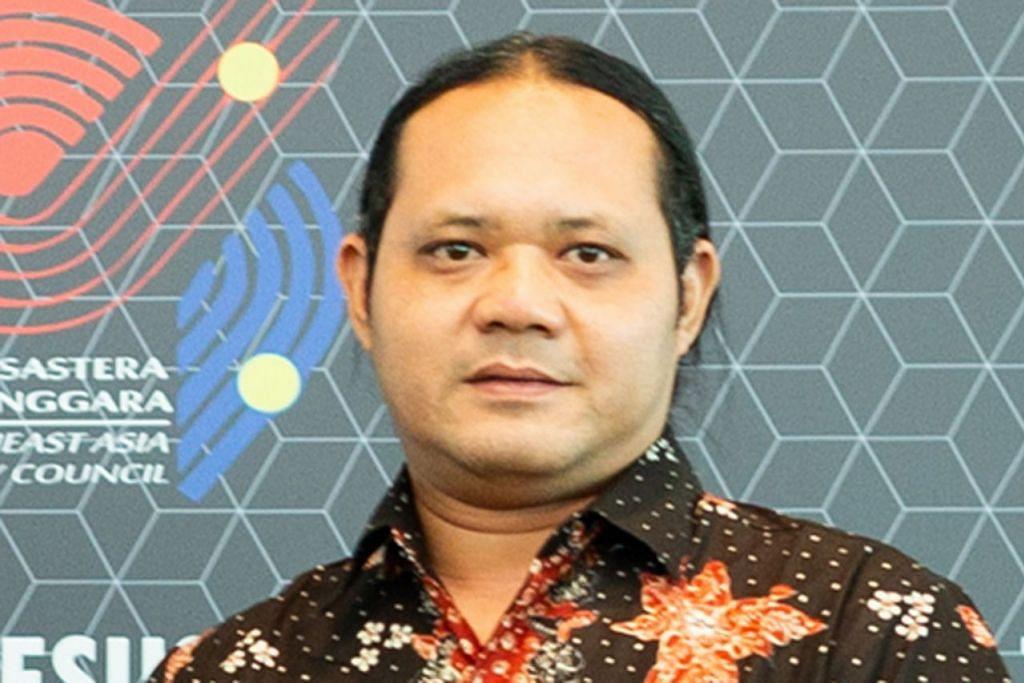 PEMENANG INDONESIA: Encik Kahar Dwi Prihatono 41 tahun Penterjemah dan peminat sastera. Anggota Penterjemah Pemerintah Indonesia.