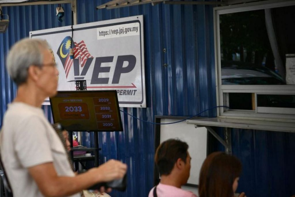 DITANGGUH: Penguatkuasaan Permit Masuk Kenderaan (VEP) telah ditangguhkan hingga 2020, kata Menteri Pengangkutan Malaysia, Encik Anthony Loke pada Rabu (9 Oktober). -Foto BH oleh ARIFFIN JAMAR.