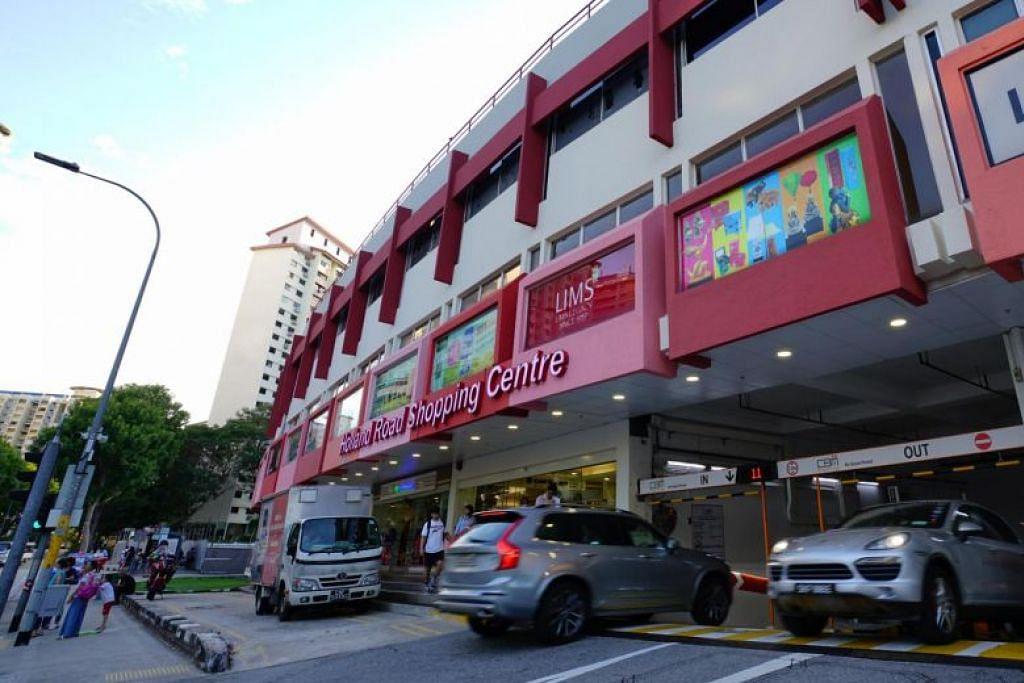 Tempat meletak kereta di aras bawah Holland Road Shopping Centre mempunyai kawasan sebesar 1,503 meter persegi. - Foto EDMUND TIE
