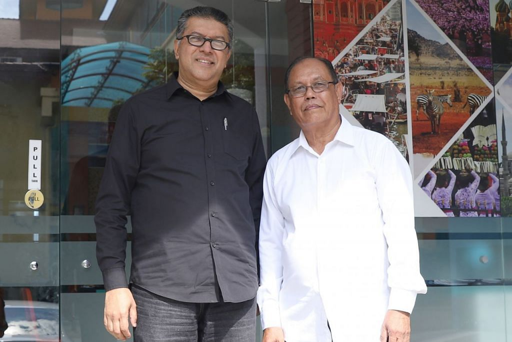 USIA BUKAN HALANGAN: Encik Jakaria (kanan) masih mampu menggunakan pengetahuan dan kepakarannya mengendalikan hotel dengan meraih kontrak menguruskan sebuah pusat peranginan bersama rakan niaganya, Encik Ahmad Shah. – Foto BH oleh MARCELLIN LOPEZ