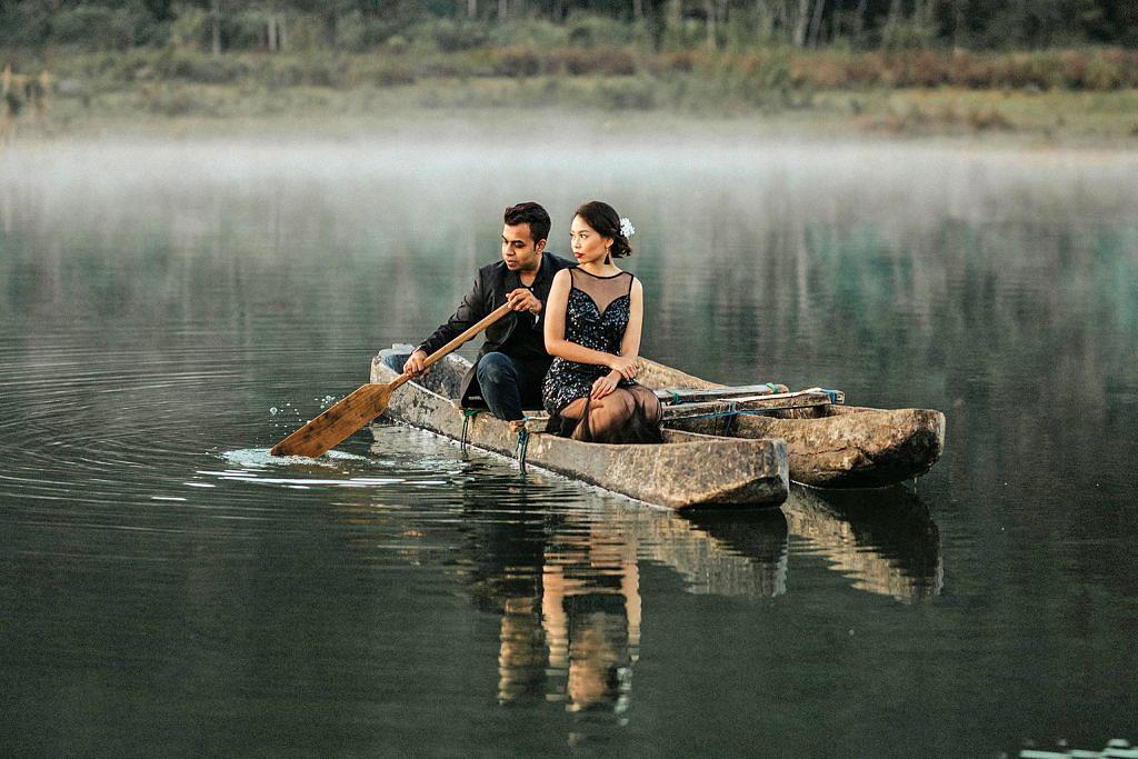 GAMBAR KAHWIN UNIK: Gambar perkahwinan pasangan suami isteri dari Singapura ini yang dipetik di Bali, Indonesia. – Foto LOVE ME TENDER FILMS