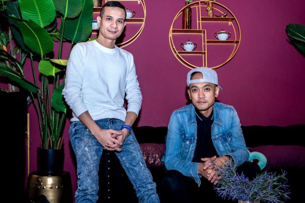 INGATI PEMINAT SINGAPURA: Anggota New Boyz, Tomok (kanan) dan Zack ingin kembalikan cetusan fenomena New Boyz sekitar tahun 1990-an pada acara 'StereoFest' yang akan diadakan Februari depan. - Foto BH oleh NUR DIYANA TAHA