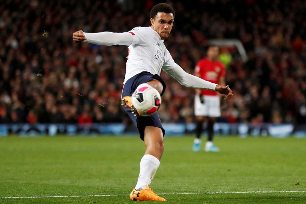 JADI MANGSA: Penyokong yang dilarang di Old Trafford itu menjadikan pemain pertahanan Liverpool Trent Alexander-Arnold sebagai sasarannya. - Foto REUTERS
