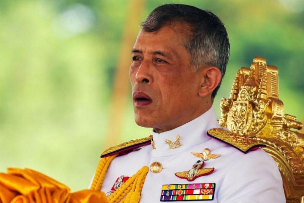 """PECAT STAF ISTANA: Raja Thailand, Raja Maha Vajiralongkorn, telah memecat enam pegawai istana atas sebab tingkah laku mereka yang """"sangat jahat"""". -Foto Reuters."""