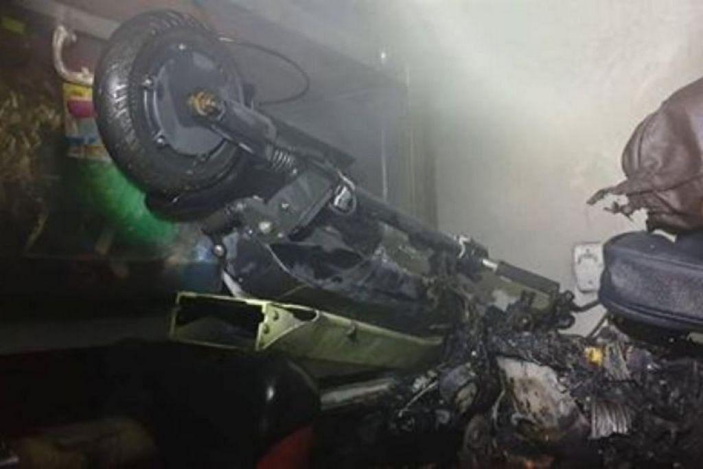 Kebakaran di kedai e-skuter di Lorong 19 Geylang. - Foto SINGAPORE CIVIL DEFENCE FORCE/FACEBOOK