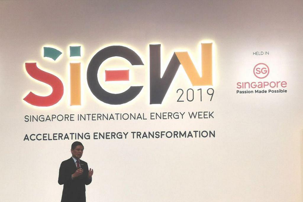 Menteri Perdagangan dan Perusahaan Chan Chun Sing berkata dalam ucapannya di Minggu Tenaga Antarabangsa Singapura (SIEW) bahawa Singapura mempunyai pilihan sumber tenaga alternatif yang terhad dan berdepan cabaran genting dalam usaha menangani perubahan iklim. - Foto NORMAN SAWI