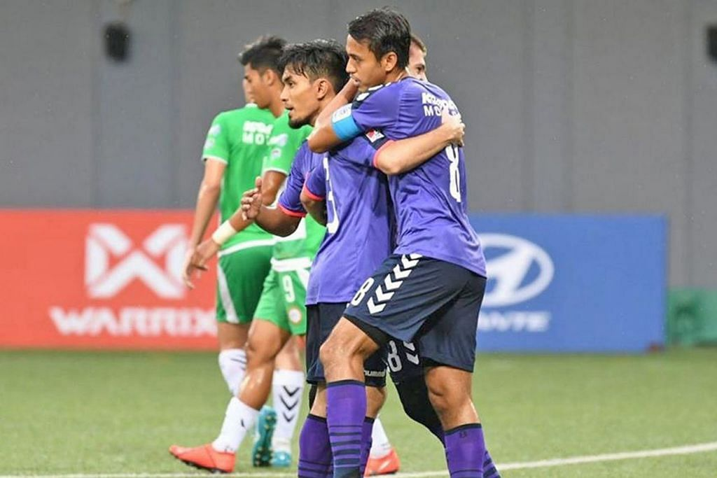 DI LANDASAN TEPAT: Shahdan Sulaiman (jersi nombor lapan) meraikan gol bersama rakan sepasukan dalam kemenangan 2-0 ke atas Geylang Sabtu lalu. – Foto BH oleh AIA SINGAPORE PREMIER LEAGUE/FAC EBOOK