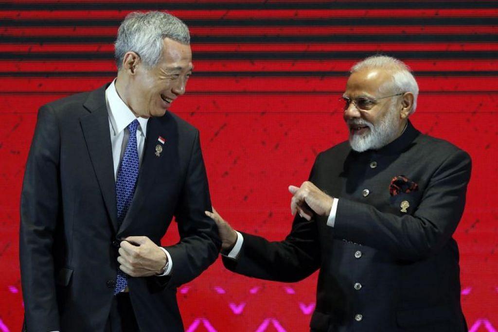 Perdana Menteri Lee Hsien Loong bersama PM India, Narendra Modi di Puncak Asean-India ke-16. - Foto EPA-EFE