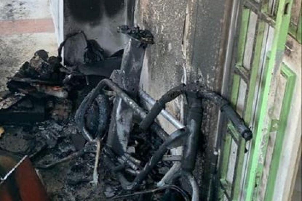 Kebakaran melibatkan PMD di Blok 927, Hougang St 91 - Foto PASUKAN PERTAHANAN AWAM SINGAPURA/FACEBOOK