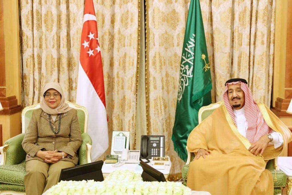 PENGIKTIRAFAN TERTINGGI: Puan Halimah bertemu Raja Salman di Istana Yamamah semalam di mana kededua pemimpin berbincang tentang peluang kerjasama di masa depan. Puan Halimah juga menerima Darjah Utama Abdulaziz Saud daripada Raja Salman, pemimpin Singapura pertama mendapat anugerah itu.