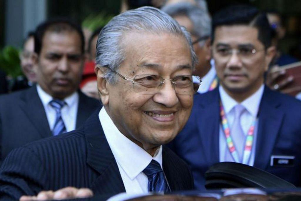 MAHU HERET KE MUKA PENGADILAN: Tun Dr Mahathir Mohamad (atas) berkata kerajaan Malaysia tidak berputus asa untuk mengesan Low Teik Jho atau Jho Low yang merupakan dalang di sebalik skandal kewangan 1 Malaysia Development Berhad (1MDB).